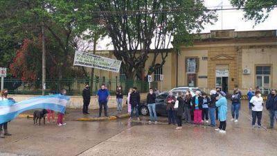 Aplauso y protesta de los trabajadores del Hospital