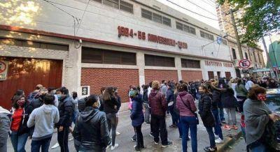 """Indignación entre padres y madres del Instituto French: """"el colegio cierra para hacer un proyecto inmobiliario"""""""