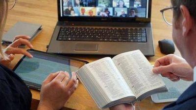 Reinventar la religión en pandemia: el innovador método de los Testigos de Jehová para seguir profesando la fe