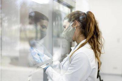 ¿Cuándo, cuántas y cuánto? Se negocia con cinco laboratorios para tener la vacuna en diciembre