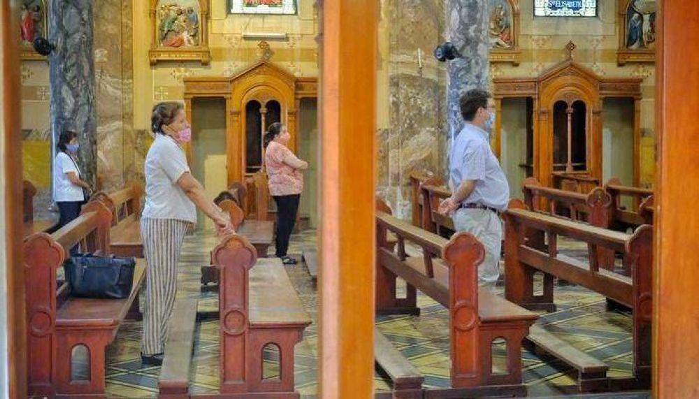 Abren los templos, pero siguen recomendando las misas on line