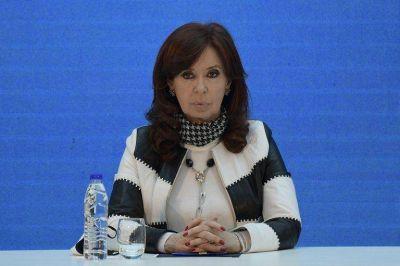 """Cristina Kirchner dijo que el freno de la economía es """"agobiante"""" y afirmó que """"hay funcionarios que no funcionan"""""""