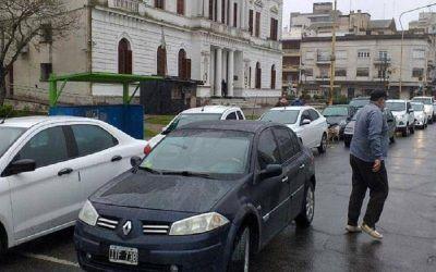 Se realizó la caravana de los trabajadores del Instituto Lugones de Azul
