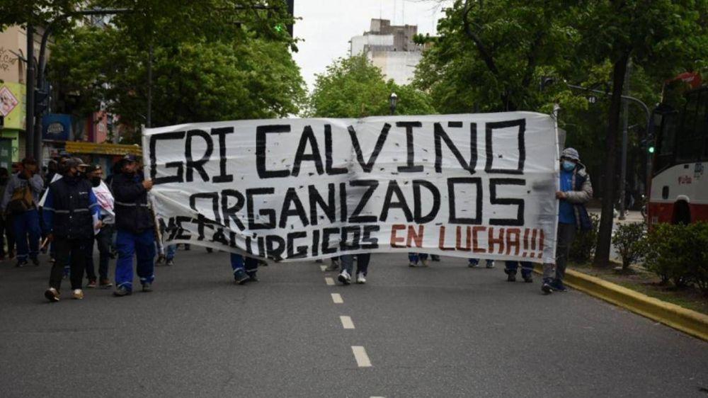 Trabajadores de GRI Calviño salen a la calle contra la amenaza de cierre y para evitar que Caló firme algo sin consultarlos