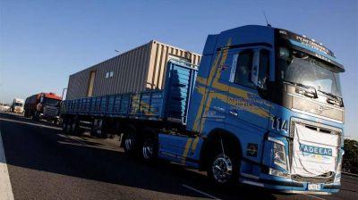 Se aceleran los costos del transporte de cargas por el dólar y las paritarias, según informe