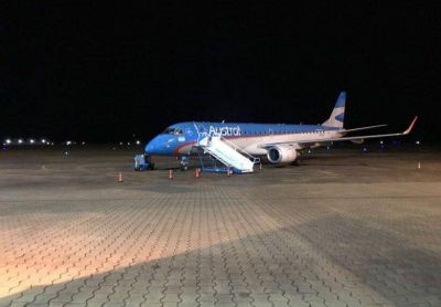 Pasajero que venía en el avión dio positivo y está aislado