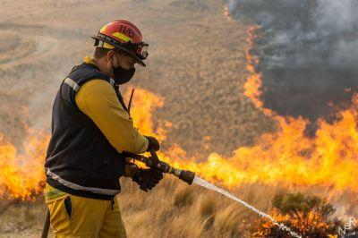 Bomberos combaten incendios en Las Rabonas y  en San Pedro Norte