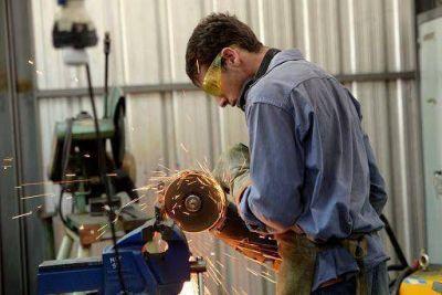 Talleres metalúrgicos sufren el faltante de materiales para trabajar