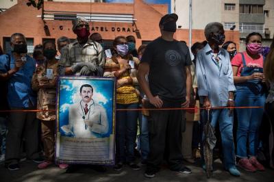 Desenterrar al futuro beato, hora de pedir milagros en Venezuela