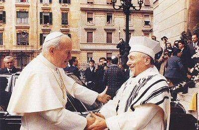Hoy en la historia judía: La Iglesia Católica publica la