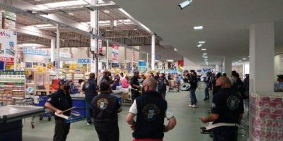 Jerárquicos de Comercio continúa su lucha contra el mayorista Vital y se manifestaron en la sucursal de Burzaco