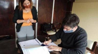 General Alvarado: el intendente firmó contrato de leasing para adquirir una nueva ambulancia