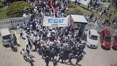 Tensión y denuncia de toma en la Municipalidad de La Plata