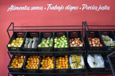 La organización de Grabois inauguró un mercado agroecológico en pleno centro de La Plata