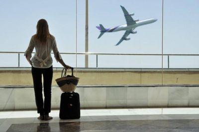 Más de la mitad de los jóvenes se quiere ir: este es el ranking de los países preferidos para emigrar