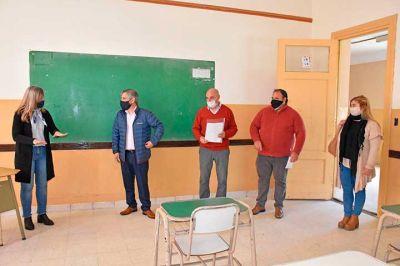 El intendente recorrió las obras que se realizaron en la Escuela Secundaria N° 3