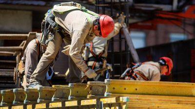 En agosto, los salarios crecieron 2% pero no le ganaron a la inflación