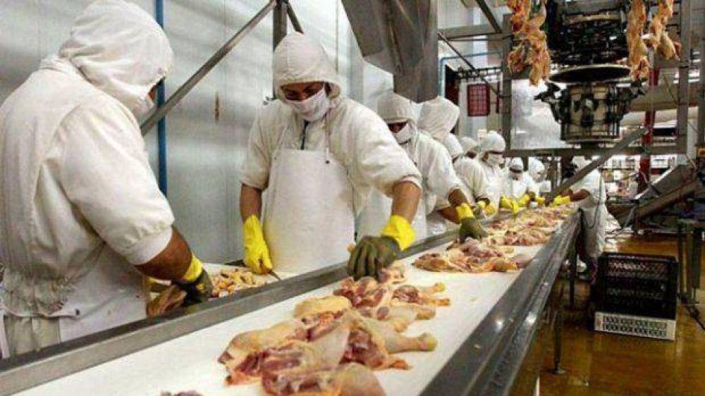 El sindicato de Alimentación acordó un 20% no remunerativo de suba para trabajadores avícolas