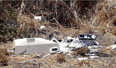 Encontraron un mini contenedor de residuos y pruebas de Covid tirados en el camino de San Esteban