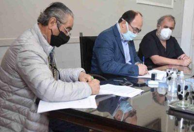 Firmaron convenio para trasladar pacientes No Covid a la Clínica Saladillo