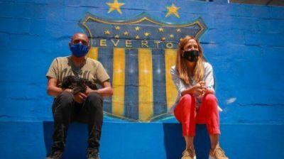 Tolosa Paz visitó el Club Everton y la nueva plaza del Hogar del Padre Cajade