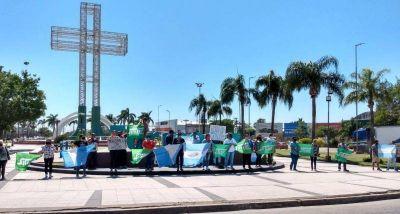 Gremio de trabajadores municipales realizó una barrera humana imaginaria en defensa del Status Sanitario