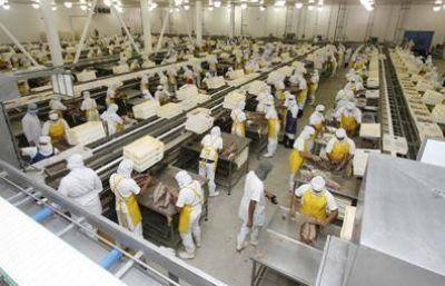 Sigue sin acuerdo el conflicto salarial de trabajadores de alimentación