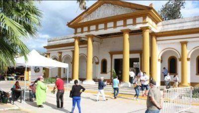 Día de los Fieles Difuntos: hubo 700 pedidos para visitar los cementerios de la ciudad
