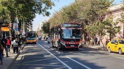 La Municipalidad de Córdoba anunció un aumento salarial para choferes del trasporte urbano