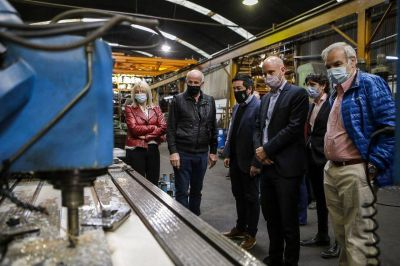 Nardini visitó la planta de Metalúrgica Del Viso