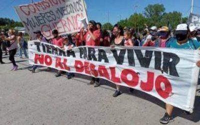 Vecinos y militantes que fueron desalojados de Guernica protestaron frente a la Municipalidad de Presidente Perón