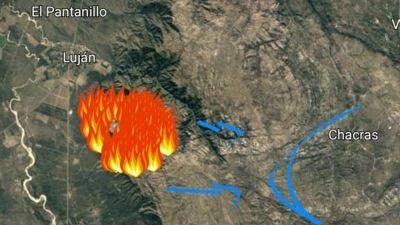 Dotaciones de bomberos intentan llegar a un incendio entre Luján y San Martín