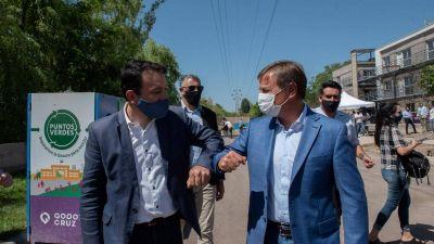 Suarez compartió en sus redes la entrega de viviendas en Godoy Cruz