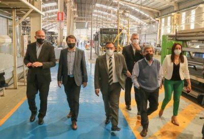 Quintela visitó la empresa encargada de la fabricación de las unidades que serán parte de RiojaBus