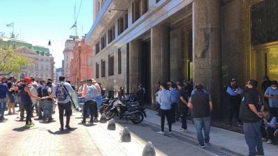 La oposición sobrepasa a Fernández y va a Transporte a negociar por las líneas de colectivos paradas