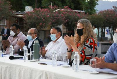 El gobernador entregó fondos a cooperativas de toda la provincia