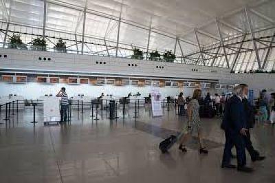 Uruguay: gremios de la aviación denuncian falta de trabajadores en aeropuertos