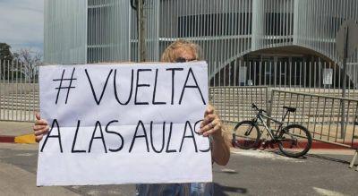 Padres de unos 70 colegios de Córdoba insisten en volver a las clases presenciales