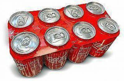 Coca-Cola comienza la distribución de latas con agrupadores de cartón