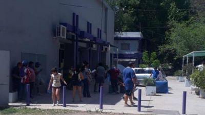 Trabajadores del turf tomaron el Hipódromo de Mendoza pidiendo que vuelvan las carreras