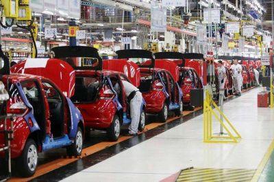 La industria mantiene 250.000 trabajadores suspendidos y está en alerta por un fallo de la justicia laboral