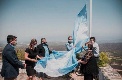 Recuerdan el bicentenario del primer izamiento de la bandera en Malvinas