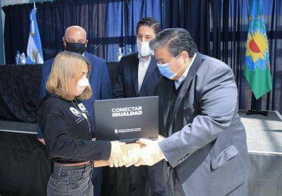 José C. Paz: Ishii y Trotta entregaron netbooks a estudiantes