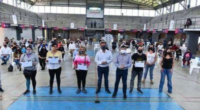 En Garín, Arroyo y Sujarchuk entregaron herramientas a 50 microemprendedores