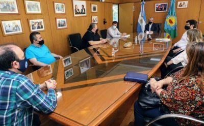 Ferraresi y los gremios municipales acordaron completar el año con un aumento salarial del 32%