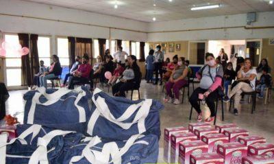 La Provincia entregó ajuares a mamás sin obra social