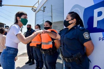Mayra Mendoza inauguró un nuevo destacamento policial en Bernal Oeste