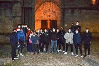Musulmanes franceses protegen una iglesia
