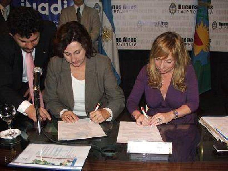 Luján firmó un convenio contra la discriminación