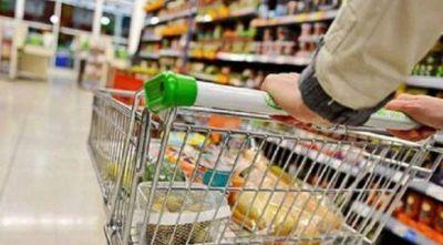 Alimentos, bebidas, ropa y calzado llevan la inflación de los trabajadores a su pico anual